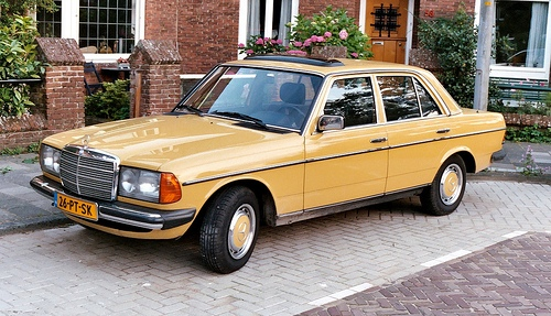 Mercedes-Benz 200-300 W123 Series Sedan Od 1976 do 1986