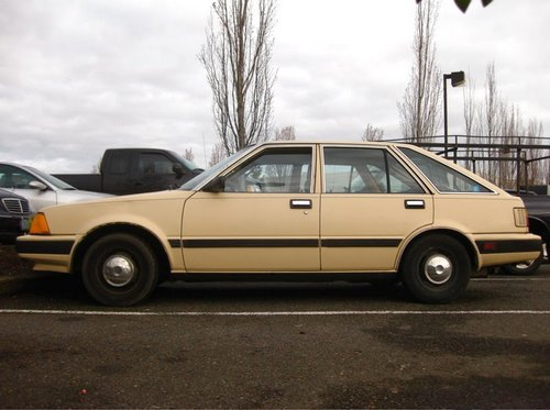 Nissan Stanza Hatchback Od 1982 do 1986